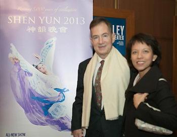 Гровер Джозеф Рис III, бывший посол, посетил Shen Yun в центре Кеннеди с женой 29 января. Фото: Lisa Fan/Великая Эпоха (The Epoch Times)