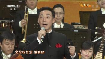 Юй Куйчжи, известный певец Пекинской оперы, исполняет часть революционной оперы с канадцем Томасом Гленном. Фото с сайта theepochtimes.com