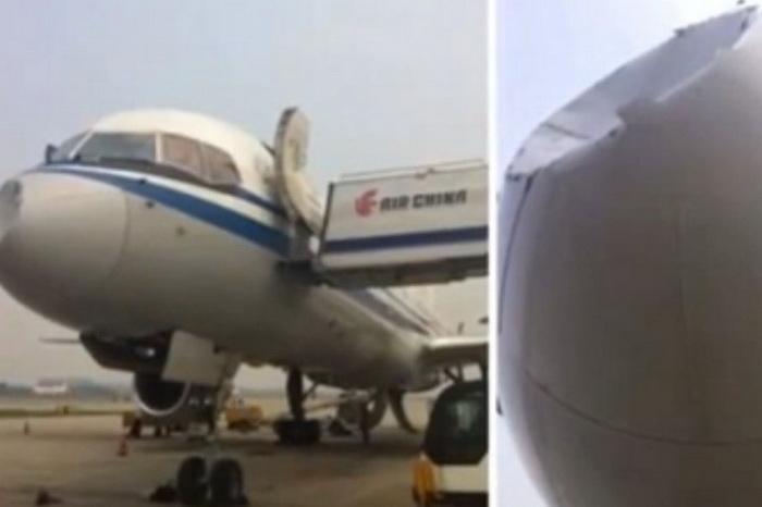 Скриншот на YouTube с изображением повреждённого самолёта