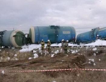 В Свердловской области 12 цистерн с серной кислотой сошли с рельс. Фото с сайта hainanwel.com
