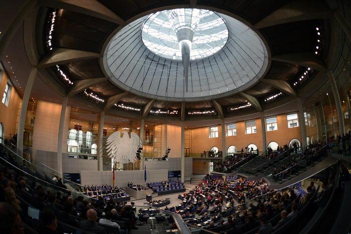 Бундестаг ограничивает число посетителей купола Рейхстага. Фото: JOHANNES EISELE/AFP/Getty Images
