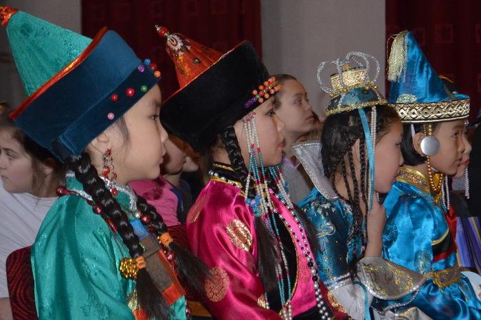 Школьники Бурятии. Фото: Тумэн Цырендамбаев