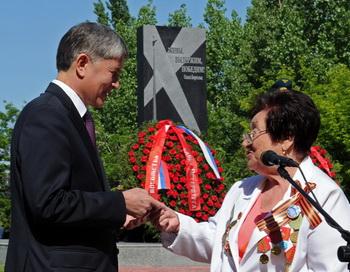 Памятник блокадникам Ленинграда Бишкек