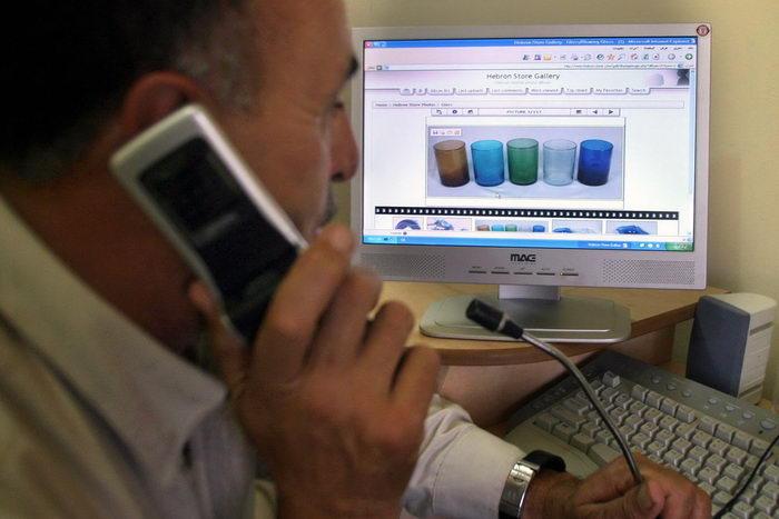 Реклама в поисковых системах. Фото: HAZEM BADER/AFP/Getty Images