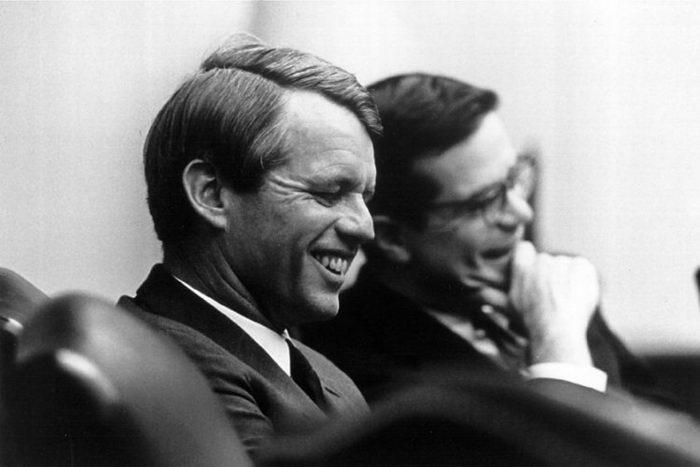 Сенатор Роберт Кеннеди и его помощник Теодор Соренсен, 3 апреля 1968 года. Соренсен был ведущим спичрайтером президента Джона Кеннеди. Фото: National Archive/Newsmakers via Getty Images