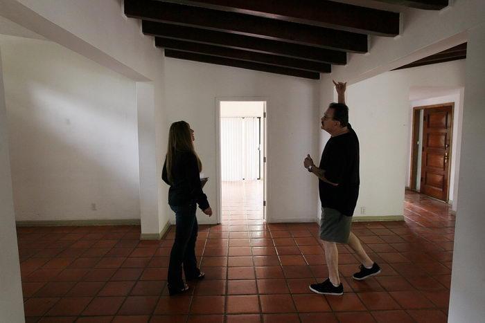 Что делать, если срочно необходимо продать или выкупить квартиру? Фото: Joe Raedle/Getty Images