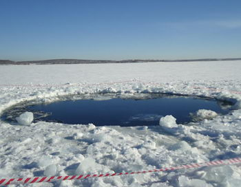 Метеорит, пролетевший над Челябинском, упал в водоём близ города Чебаркуль. Фото сайта lenta.ru