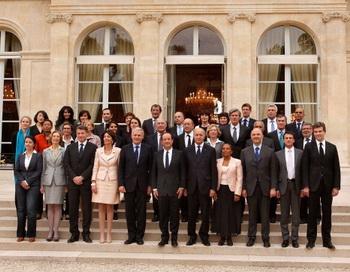 Президент Франции Франсуа Олланд представляет свой новый кабинет в Елисейском дворце 17 мая 2012 года в Париже, Франция. Фото: Patrick Aventurier/Getty Images