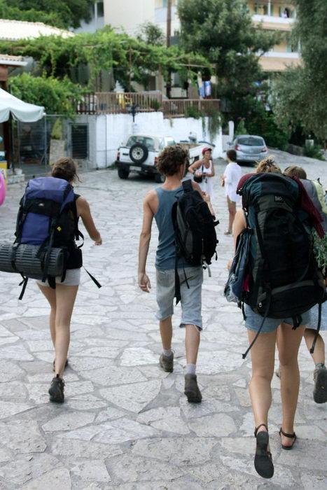 Прибытие туристов в тихую курортную деревню Агиос Никитас на о. Лефкада, Греция, 25 июля 2010 г. Фото: Sean Gallup/Getty Images
