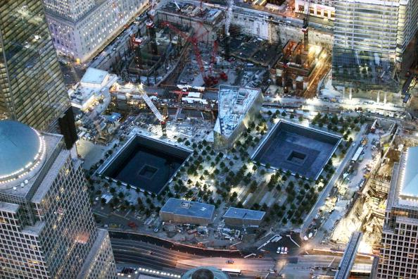 Фоторепортаж о строительстве нового небоскреба около взорванных башен-близнецов. Фото:Mario Tama/Getty Images
