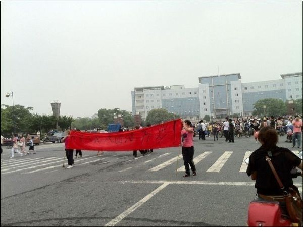 Акция протеста против загрязнения окружающей среды в провинции Чжэцзян. Июнь, 2011 год. Фото с epochtimes.com