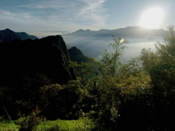 Цзяи, Тайвань: восход солнца над знаменитым туристическим местом в Тайване — Алишан. Фото: Sam Yeh /Getty Images