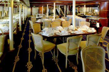 Роскошная столовая на борту этих парусников. Фото предоставлено Стар Клипперс