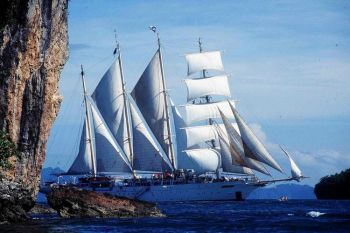 Величественный вид со всеми парусами на реях. Фото предоставлено Стар Клипперс