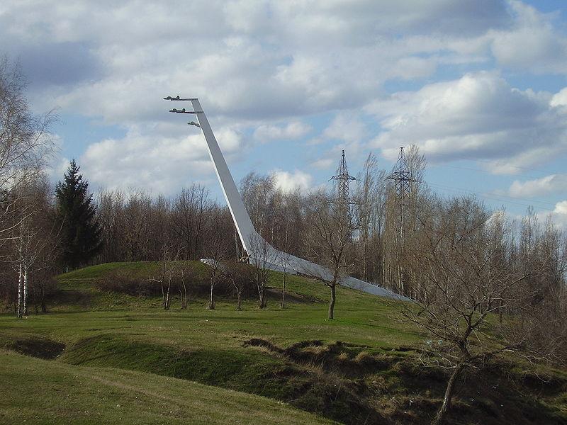 «г. Семилуки, памятник советским лётчикам в парке».Фото с ru.wikipedia.org