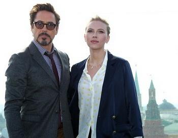 Актеры Роберт Дауни младший и Скарлетт Йохансон на фотоколле. Фото РИА Новости