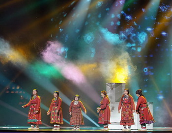 Российские участницы международного конкурса «Евровидение-2012», группа «Бурановские бабушки» из Удмуртии проводят репетицию в Baku Crystal Hall в Азербайджане, где пройдет конкурс. Фото РИА Новости
