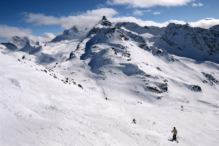 В Альпах снежная лавина накрыла группу путешественников. Фото: PHILIPPE DESMAZES/AFP/GettyImages