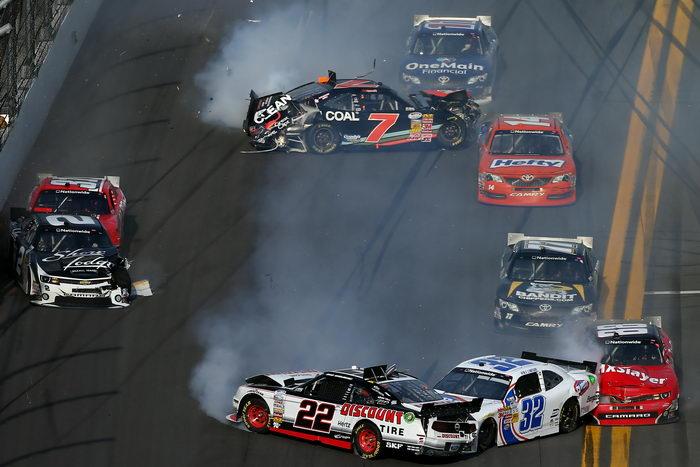 Число пострадавших на автогонках в США выросло до 33n Фото: Jonathan Ferrey/Getty Images