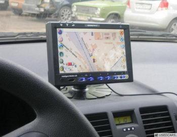 Авто-владельцев обяжут установить на автомобили систему Глонасс. Фото с сайта novostivl.ru
