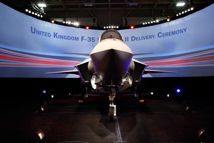 Истребитель-бомбардировщик пятого поколения F-35. Фото: Tom Pennington/Getty Images