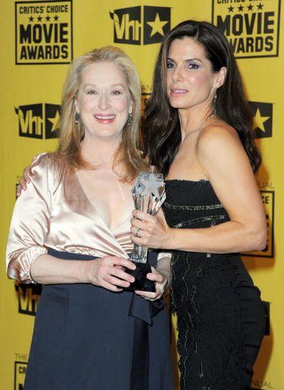 Мэрил Стрип. Мэрил Стрип и Сандра Буллок на церемонии вручения призов Кинокритиков. 2010 год. Фото: Jason Merritt/Getty Images for VH1