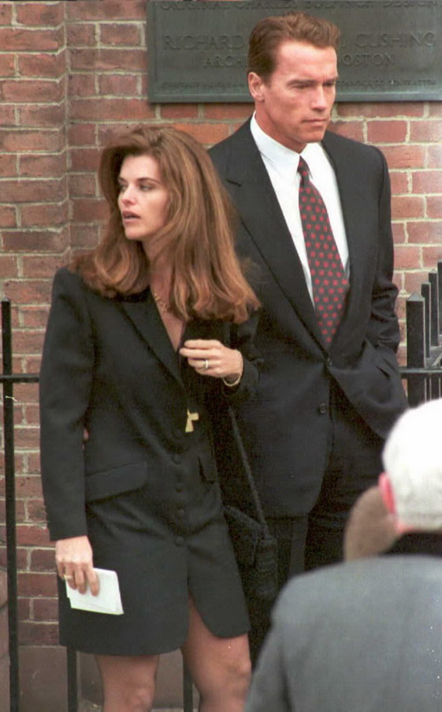 Арнольд Шварценеггер с супругой Марией Шрайвер. 1995 год. Фото: JOHN MOTTERN/AFP/Getty Images