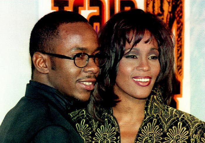 Уитни Хьюстон с супругом — певцом Бобби Брауном. 1995 год. Фото: VINCE BUCCI/AFP/Getty Images