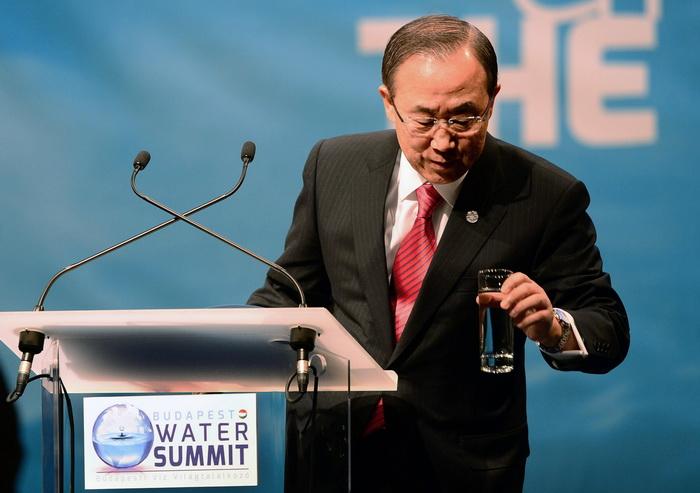 Пан Ги Мун: дефицит воды ожидает половину мирового населения. Фото: ATTILA KISBENEDEK/AFP/Getty Images