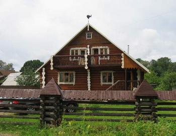 Деревянный дом Александра Абдулова не находит своего покупателя. Фото с сайта novosel.ru