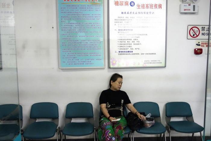 Женщина в ожидании приёма в больнице Пекина, 4 сентября 2013 года. В 2010 году почти 12% взрослого населения в Китае болело диабетом, больше, чем в Соединённых Штатах. Фото: Wang Zhao/AFP/Getty Images