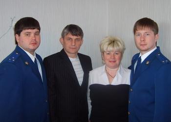 С супругой Татьяной и сыновьями Константином (слева) и Денисом (справа). Фото предоставлено Татьяной Вишневской