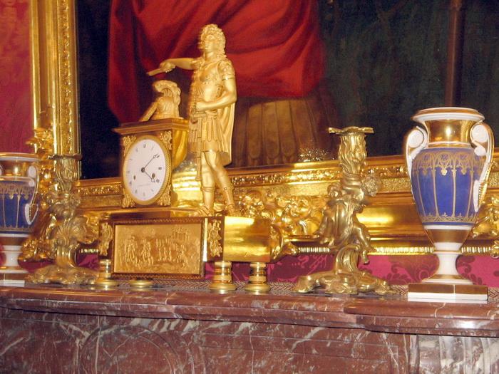 Камин, бронза, фарфор. Фото: Татьяна Петрова/Великая Эпоха (The Epoch Times)
