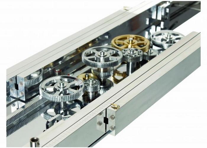 Детали механизма внутри стола Astrolab. Фото: Roche Bobois