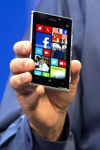 Благодаря таким ресурсам, как krednal.ru, смартфон теперь является основным вспомогательным средством, при получении кредита. Фото: Getty Image