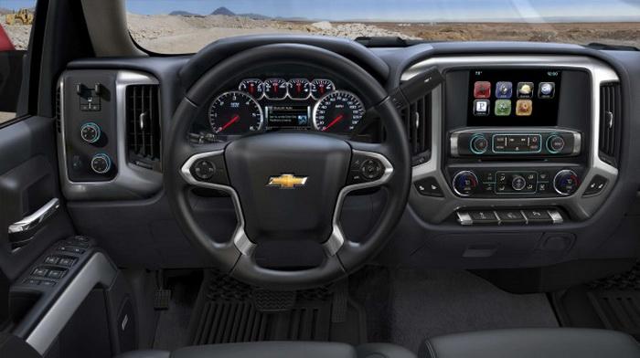 В водительском кресле Chevrolet Silverado 2014. Фото: Chevrolet