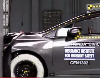Страховой институт дорожной безопасности провёл краш-тест Honda Civic, по завершении которого автомобиль получил высший балл за безопасность. Фото: YouTube