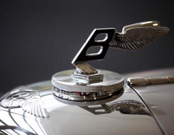 Компания Bentley подтвердила разработку внедорожника. Фото: Oli Scarff/Getty Images