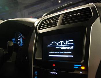 На прошлой неделе компания Ford Motor заявила, что уже использует собственный продукт под названием Ford Sync AppLink, который может управлять сервисами на смартфонах с помощью голосовых команд на панели управления автомобилем. Фото: Long Zheng/flickr.com