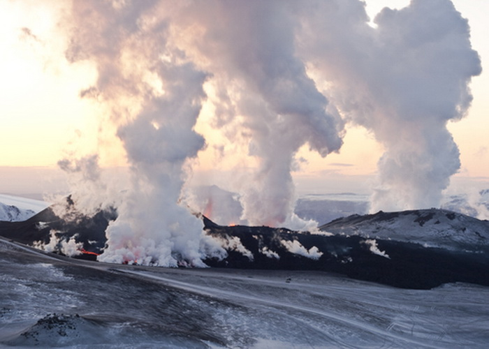 Вулкан в Исландии. Фото: *Shutterstock
