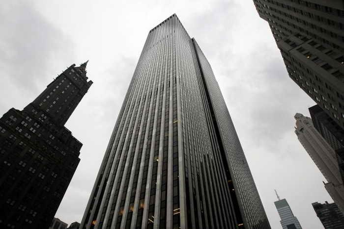 Китайский девелопер SOHO China Limited купил 40% площади офисного здания GM в Нью-Йорке за 700 млн долларов США в июне 2013 года. Фото: Mario Tama/Getty Images