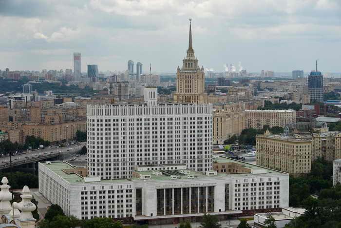 Правительство РФ приступило к реализации новой политической стратегии. Сопредседатель партии «РПР-ПАРНАС» Борис Немцов назвал новую стратегию Кремля «обманом и имитацией». Фото: NATALIA KOLESNIKOVA/AFP/Getty Images