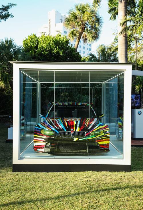 Американский художник Джефф Кунс представил арт-кар BMW, который стал 17 произведением автоискусства в художественной коллекции BMW. Майяами (США) 4 декабря 2013 года. Фото: Donald Bowers/Getty Images for BMW