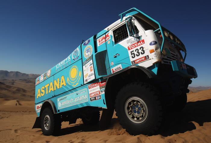 Выступление грузовиков «КАМАЗ» на ралли «Дакар—2012» в Чили. Фото: Bryn Lennon/Getty Images