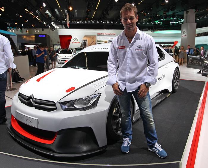 Французский гонщик Себастьян Лёб на открытии автомобильного салона во Франкфурте 10 сентября 2013 года. Фото: DANIEL ROLAND/AFP/Getty Images