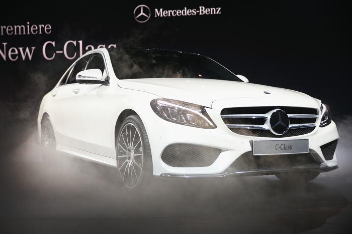 Новый Mercedes C Class представили среди премьер 2014 года на пресс-показе автосалона в Детройте 13 января. Фото: Scott Olson / Getty Images