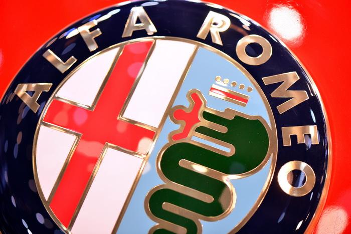 Логотип Alfa Romeo. Фото: Harold Cunningham/Getty Images