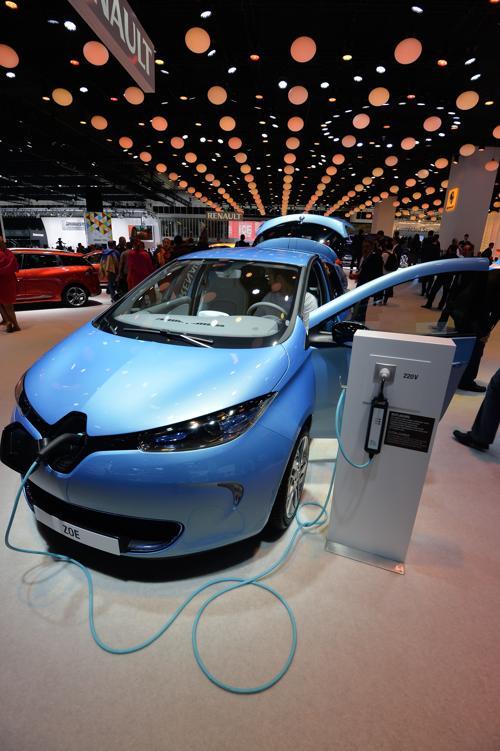 Renault Zoe с электрическим приводом 11 сентября 2013 года во Франкфурте, Германия. Фото: Thomas Lohnes/Getty Images