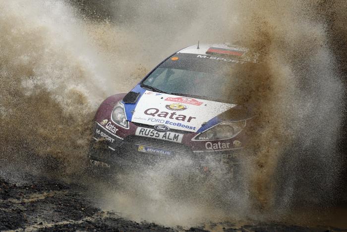 Бельгийский гонщик Тьерри Невиль занял третью позицию в первый день Чемпионата мира по ралли в Ульсе (Великобритания) 15 ноября 2013 года. Фото: Bryn Lennon/Getty Images