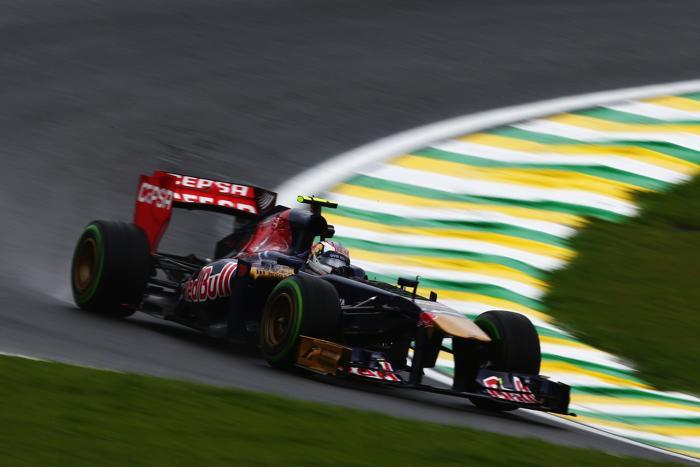 Российский пилот «Формулы-1» Даниил Квят на этапе Гран-при в Сан-Паулу (Бразилия) в ноябре 2013 года. Фото: Peter Fox/Getty Images